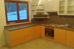 Kuchyň - skříňky a kuchyňská linka