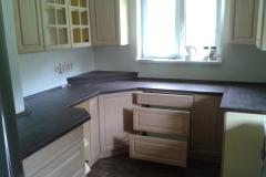 Kuchyň - skříňky, šuplíky a kuchyňská linka